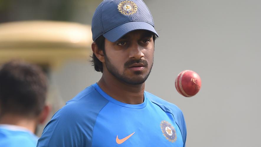हार्दिक पांड्याच्या जागी घेतलेल्या विजय शंकर हा नवखा खेळाडू आहे. त्याच्याकडे आंतरराष्ट्रीय क्रिकेट खेळण्याचा अनुभव कमी आहे.