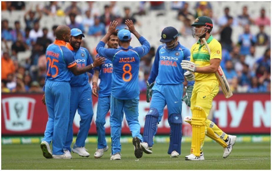 चहलच्या गोलंदाजीमुळे ऑस्ट्रेलियाचा संघ पूर्ण ५० षटकांचा खेळही खेळू शकली नाही. अवघ्या ४८.४ षटकांत ऑस्ट्रेलियाचा संपूर्ण संघ २३० धावांवर बाद झाला. ऑस्ट्रेलियाकडून हँड्सकॉम्बने सर्वाधिक ५८ धावा केल्या. त्याच्याशिवाय शॉन मार्शने ३९ आणि उस्मान ख्वाजाने ३४ धावा केल्या.