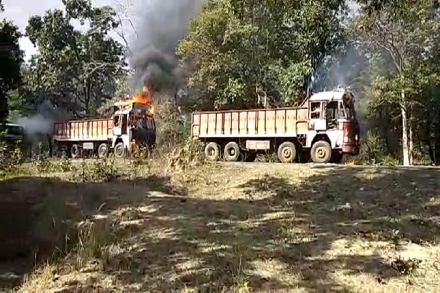 ट्रकची धडक बसल्यानंतर बसमधील दहा प्रवासी जखमीही झाले आहेत.