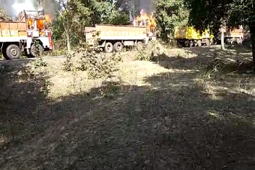 अपघात झाल्यानंतर स्थानिकांनी घटनास्थळी दाखल होत अपघातग्रस्तांना मदत केली.