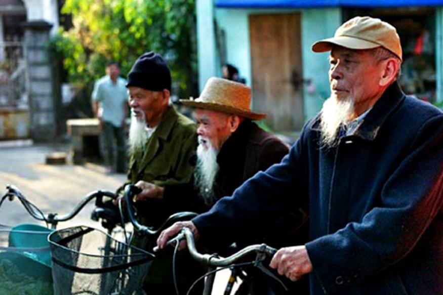 जपानमध्ये सर्वात वृद्ध माणसं जपानमध्ये आहेत.जपानच्या एकूण लोकसंख्येच्या 27.3 टक्के लोक 65 वर्षाहून जास्त वयाचे आहेत.