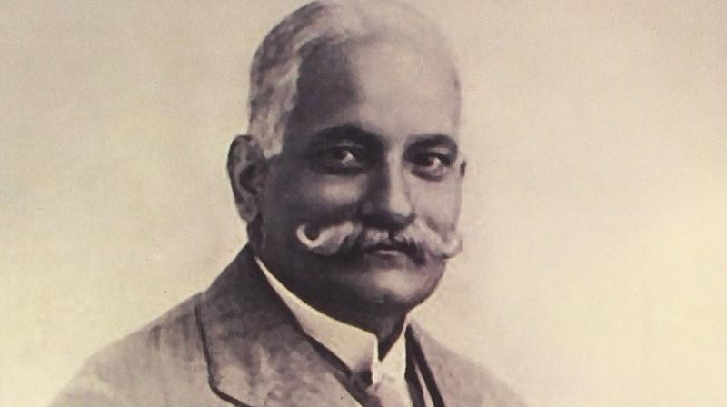 पंडित नेहरु यांचे वडिल मोतीलाल नेहरु यांच्यापासून या घराण्याच्या राजकारण प्रवेशाची सुरुवात झाली. ते बॅरिस्टर होते आणि स्वातंत्र चळवळीत सक्रिय होते. 1920 आणि 1929 असे दोन वेळा ते काँग्रेसचे अध्यक्षही होते.