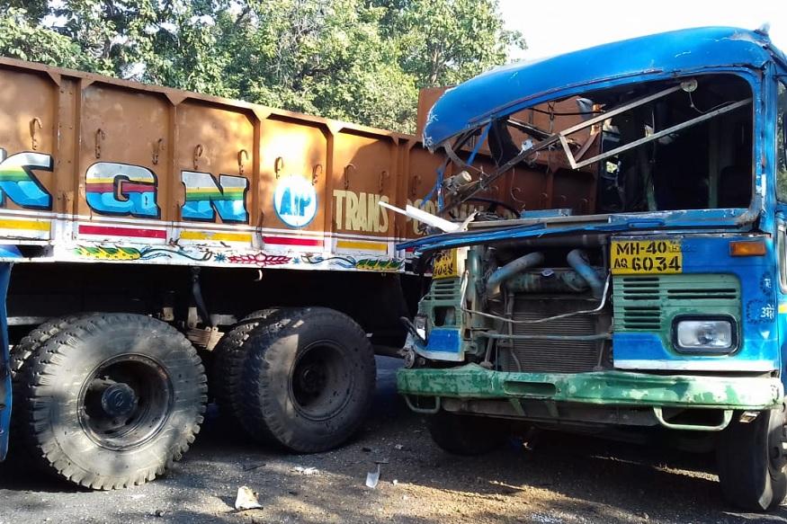 गडचिरोलीत ट्रकची बसला जोरदार धडक बसल्याने भीषण अपघात झाला.