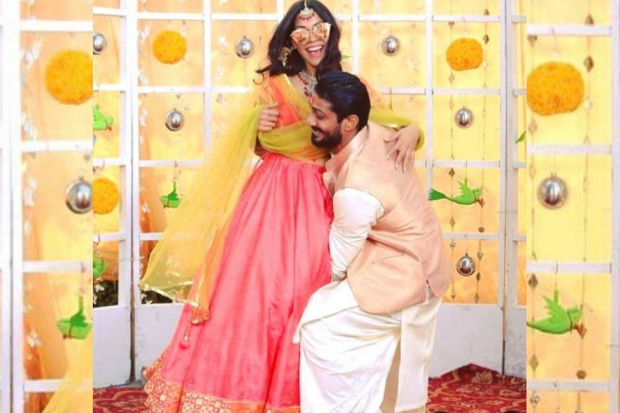 राज बब्बर आणि स्मिता पाटील यांचा मुलगा प्रतीक त्याची प्रेयसी सान्या सागर दोघंही अनेक वर्षांपासून रिलेशनशिपमध्ये होते. आता दोघंही लखनऊमध्ये लग्न करणार आहेत.