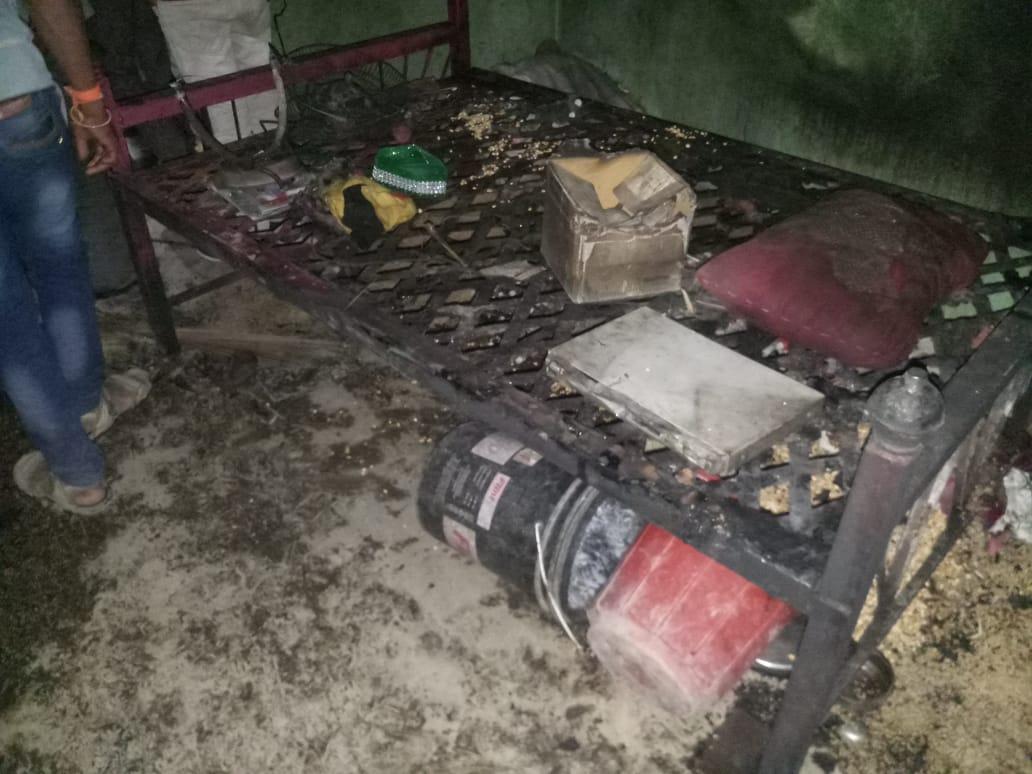 औरंगाबादमधील करमाड इथं एका घराला अचानक आग लागल्याने मोठी दुर्घटना घडली.