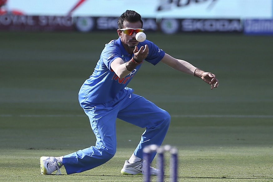 मार्शला बाद केल्यानंतर याच ओव्हरमध्ये चौथ्या चेंडूवर ख्वाजाला बाद केले. त्यानं स्वत:च्या गोलंदाजीवर झेल घेत ख्वाजाला 34 धावांवर बाद केलं.