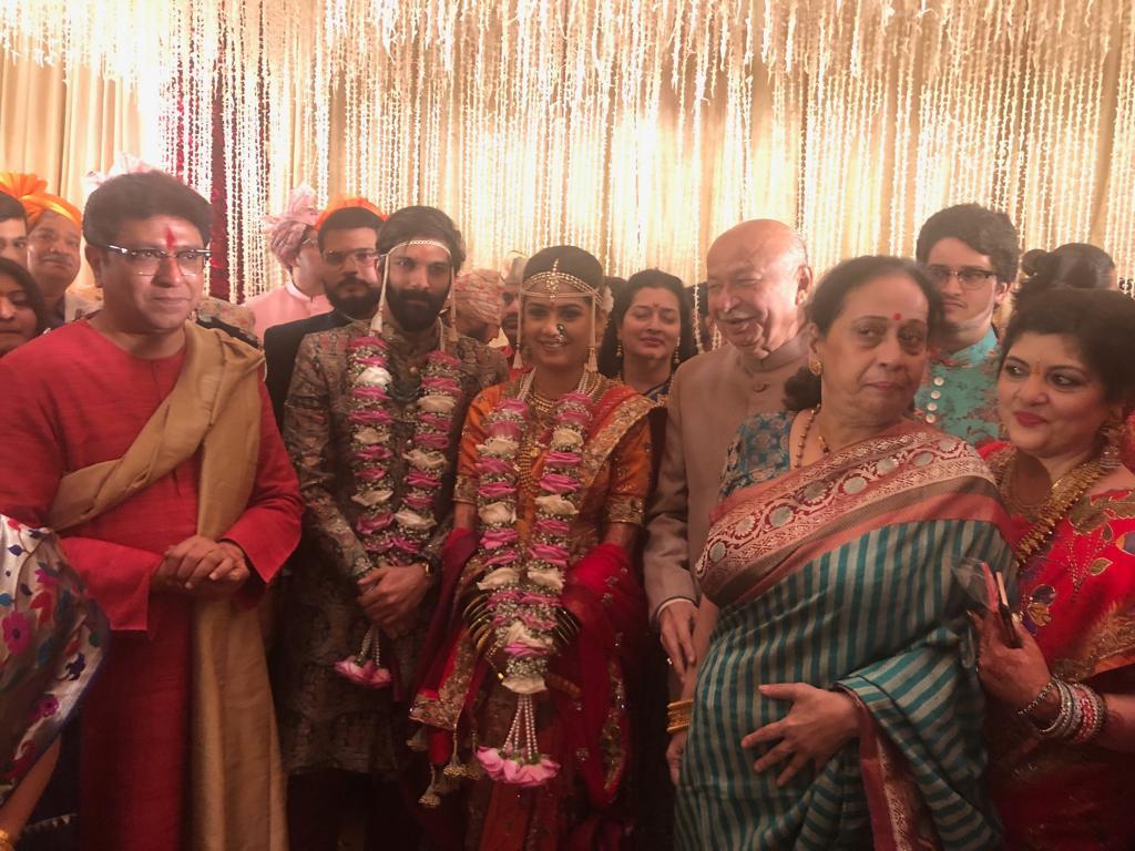 राहुल गांधी जरी लग्नाला हजेरी लावू शकले नसले तरी अहमद पटेल आणि सुशील कुमार शिंदे यांनी या लग्नसोहळ्याला हजेरी लावली होती.