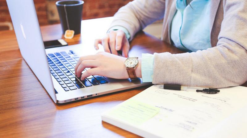 डेटा रिसर्चर्स मोठ्या कंपनीमध्ये वेगवेगळ्या गोष्टींची माहिती संपादन करणारे आणि त्याच्यावर रिसर्च करणाऱ्या प्रोफेशनल लोकांची गरज असते. डिजिटल जगात माहिती तर वेगाने येत असते परंतु त्या माहितीचं विश्लेषण करणं किंवा योग्य रितीने ते सादर करणं हे कंपनीला नेहमीच प्रोफेशनल लोकांकडून अपेक्षित असते.