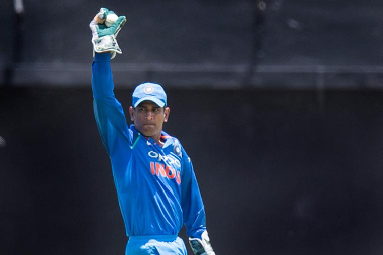 इंग्लंड आणि श्रीलंकेविरुद्धही सर्वाधिक यष्टीचीत करण्याचा विक्रम धोनीच्या नावावर आहे. महेंद्रसिंग धोनीने इंग्लंडविरुद्ध 16 आणि श्रीलंकेविरुद्ध 24 फलंदाज यष्टीचीत केले आहेत.