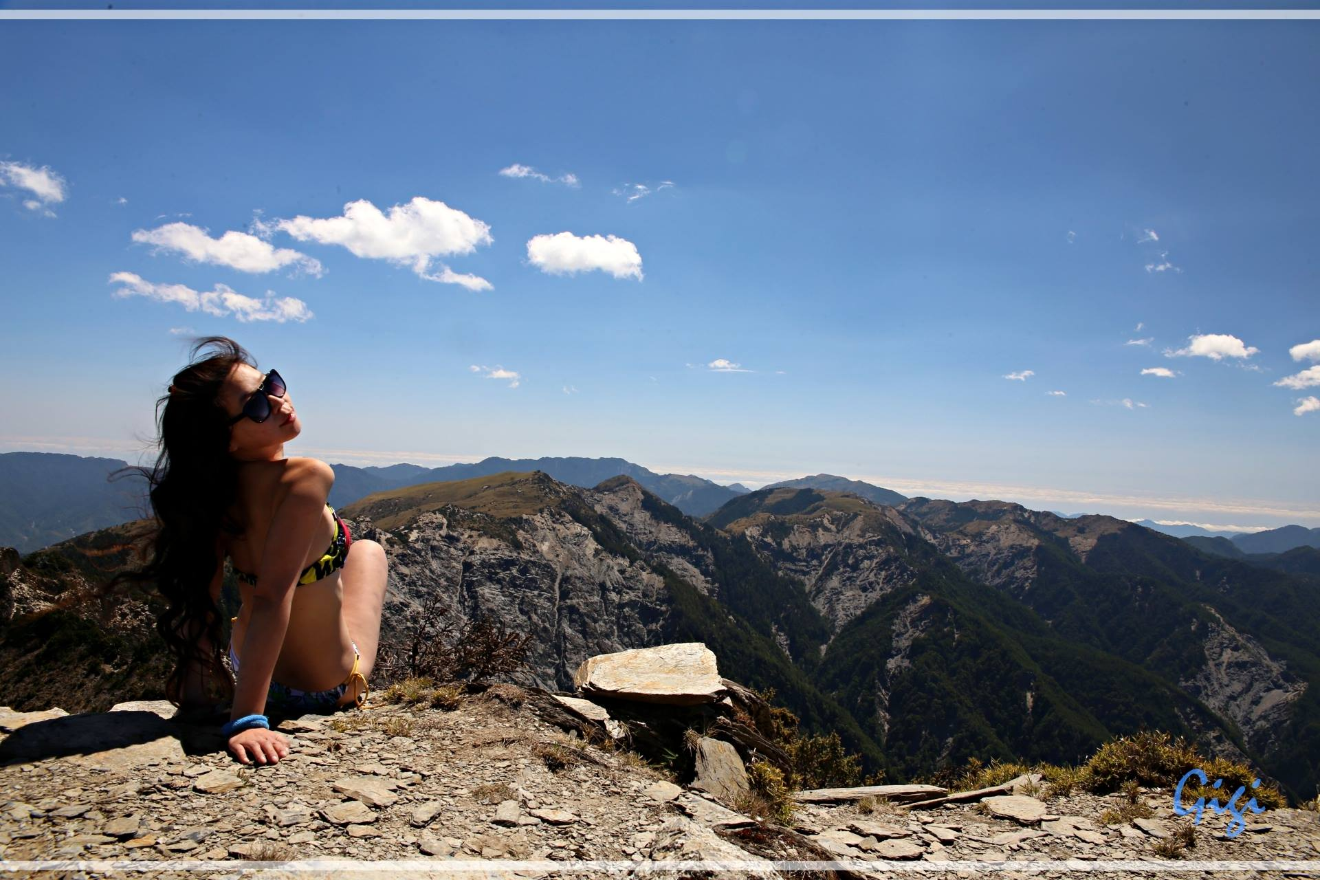 ती जेव्हा पर्वत सर करायला जायची तेव्हा ती फक्त बिकिनी घालूनच संपूर्ण पर्वत सर करत होती.