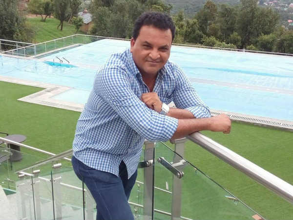 माजी भारतीय क्रिकेटर जॅकब मार्टिन यांची तब्येत नाजूक असून त्यांच्यावर वडोदरा येथील रुग्णालयात उपचार सुरू आहेत. मार्टिन यांच्या उपचारांसाठी दररोज ७० हजार रुपयांचा खर्च येतो. आता त्यांच्या कुटुंबियांना उपचारांसाठी पैशांची अत्यंत आवश्यकता आहे.