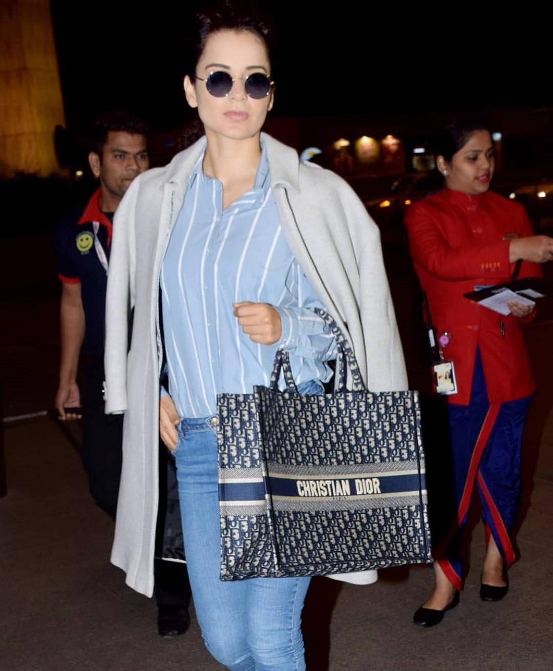 यावेळी तिच्या हातात एक बॅग आहे. खिश्चियन डायर ब्रॅण्डच्या या बॅगची किंमत वाचून तुम्हाला धक्का बसेल यात काही शंका नाही. निळ्या आणि करड्या रंगाच्या या बॅगची किंमत आहे तब्बल २ लाख रुपये.