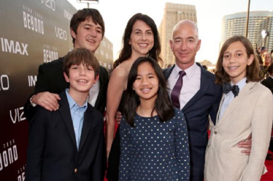 जेफ आणि मॅकेन्झी यांना चार मुलं आहेत. आपण विभक्त होत असलो तरी कुटुंब म्हणून नेहमीच एकत्र असू, असं या दोघांनीही ट्विटरवर म्हटलं आहे.