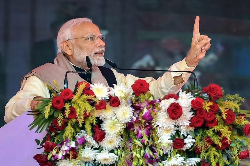 पंतप्रधान नरेंद्र मोदींनी सोलापुरातील विकासकामांच्या उद्धाटनावेळी काँग्रेसवर राफेलच्या मुद्द्यावरून जोरदार पलटवार केला.