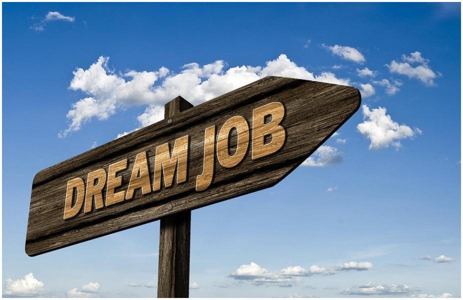 Fengshui Tips: नोकरीच्या शोधात असलेल्यांनी करा हे उपाय, लगेच मिळेल लाभ