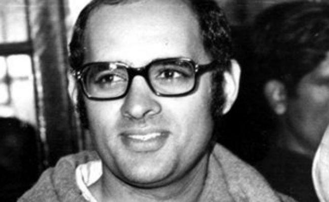 इंदिराजींनी आपला राजकीय वारसा दिला होता तो लाडगा मुलगा संजय गांधी यांच्याकडे. इंदिराजींसारखे धाडस आणि धडाडी त्यांच्याकडे होतं. अमेठीतून ते निवडुनही आले होते. मात्र 1980 मध्ये त्यांचा विमान अपघातात मृत्यू झाला.