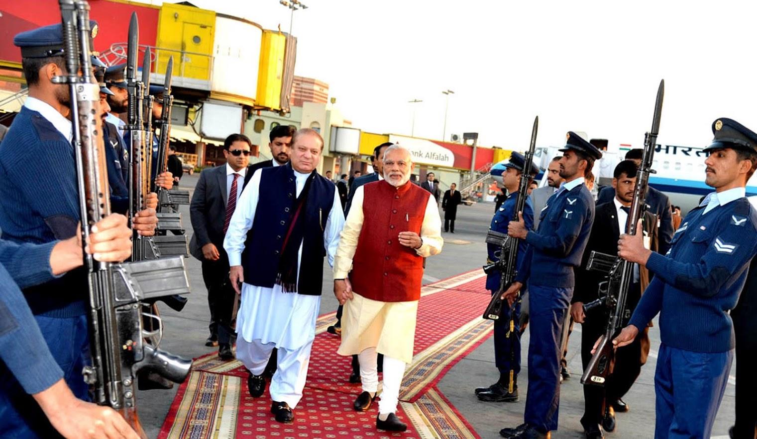 दोन वर्षांपूर्वी अफगाणिस्तानच्या दौऱ्यावर असलेले पंतप्रधान नरेंद्र मोदी अचानक पाकिस्तान भेटीवर गेले ही बातमी आली पण त्यावर कुणी विश्वासच ठेवायला तयार नव्हतं. पण मोदी जेव्हा लाहोरला उतरले तेव्हा सर्व जगालाच धक्का बसला. नवाज शरीफ यांच्या नातीच्या लग्नालाही मोदींनी हजेरी लावली होती.
