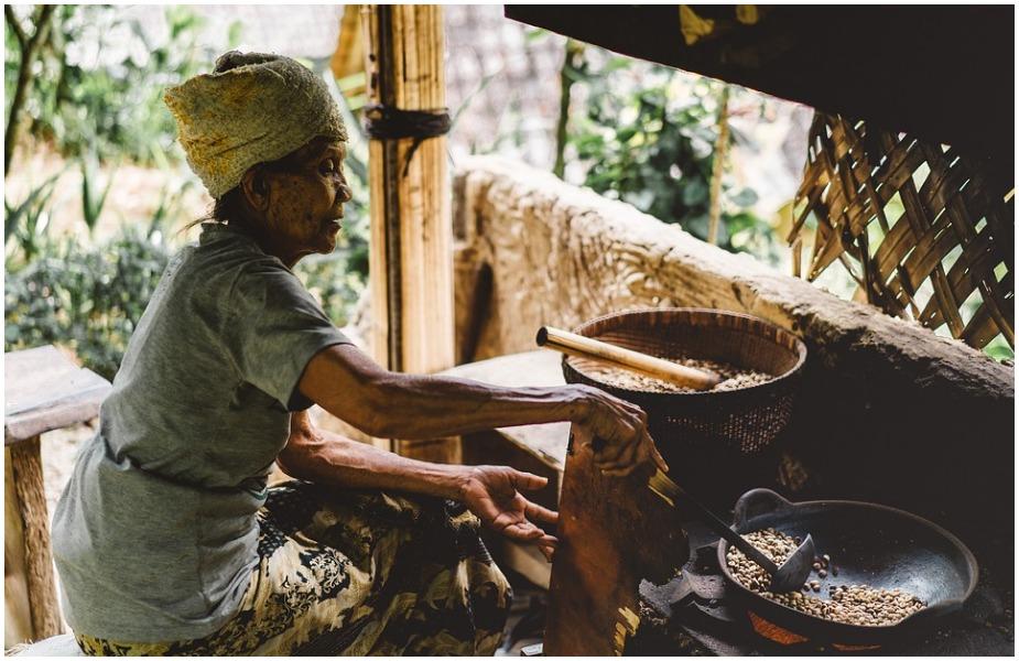 या रिपोर्टनुसार देशात जितक्या महिला घर सांभाळतात त्यांच्या कामाचा हिशोब ठेवला तर देशाच्या जीडीपीच्या 3.1 टक्क्याच्या बरोबर आहे.