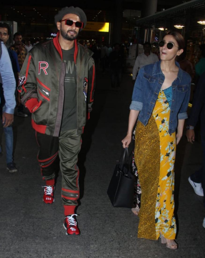 गली बॉय स्टार्सही एअरपोर्टवर वेगळ्या अंदाजात दिसले. रणवीर सिंग आणि आलिया भट्ट दोघंही फंकी लूकमध्ये दिसले. दिल्लीवरून आपल्या सिनेमाचं प्रमोशन करून ते मुंबईत परतले होते.