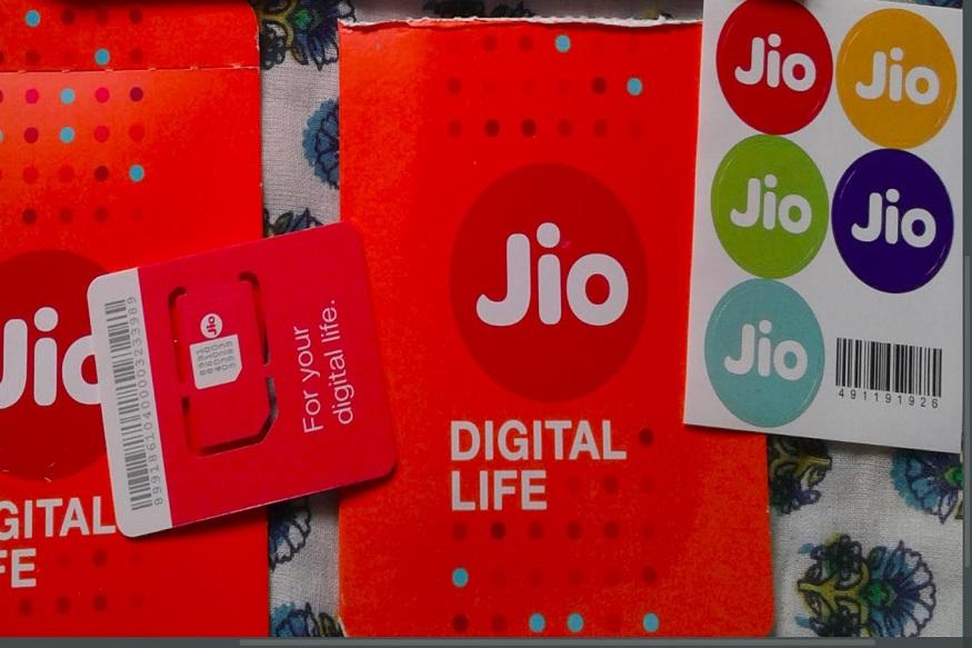 जिओच्या 1699 रुपयांच्या प्लॅनमध्ये दररोज दीड जीबी इंटरनेट आणि अनलिमिटेड कॉलिंग मिळणार आहे. त्याशिवाय दररोज 100 मेसेजही फ्री असतील. या प्लॅनमध्ये वर्षभरात 547 जीबी इंटरनेट वापरता येणार आहे.