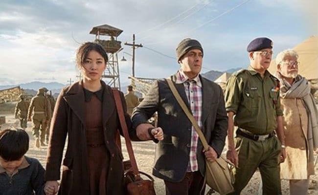 ट्यूबलाइट- या सिनेमात भारत- चीनमधील युद्धाची झलक दाखवण्यात आली होती. यात सलमानचा भाऊ युद्धात मारला गेल्याची बातमी येते. मात्र सिनेमाला फिल्मी ट्विस्ट दिला जातो.