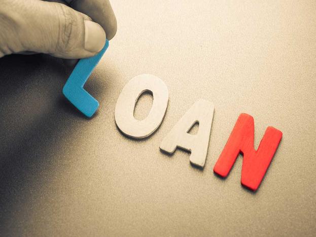 कर्जदार आणि बँकेने मिळून दोघांनीही फोरक्लोजरची प्रोसेस पुर्ण करून घ्यावी लागतो. तसेच मुळ रक्कम परत केल्यानंतर नव्या बँकेला कागदपत्रे मिळतात.