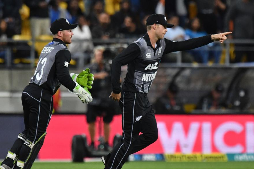 न्यूझीलंडच्या कर्णधाराने वर्ल्डकपच्या सर्व सामन्यात दीपक पटेलला पहिलं षटक टाकण्याची संधी दिली होती. त्याचा परिणामही गोलंदाजासाठी चांगला होता. फिरकीपटूविरुद्ध कोणत्याच फलंदाजाला मोठे फटके खेळता आले नव्हते.