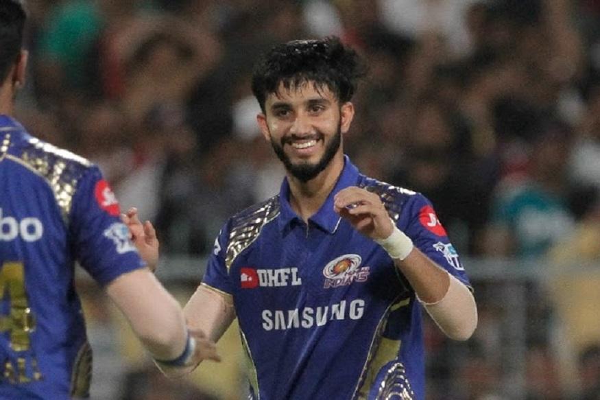 आयपीएलमध्ये मयंकला 2018 मध्ये मुंबई इंडियन्सनं घेतलं होतं. त्यावेळी कर्णधार रोहित शर्माने दाखवलेला विश्वास मयंकने सार्थ ठरवला होता.त्याने आयपीएलच्या 14 सामन्यात त्याने 15 गडी बाद केले होते.