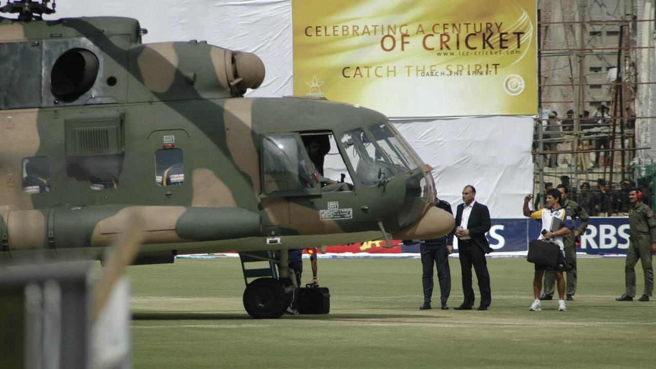 श्रीलंकेच्या संघ दहा वर्षापूर्वी पाकिस्तान दौऱ्यावर असताना खेळाडूंच्या बसवर दहशतवादी हल्ला झाला होता. यात अनेकजण जखमी झाले होते तर 6 पोलिसांना प्राण गमवावे लागले होते.
