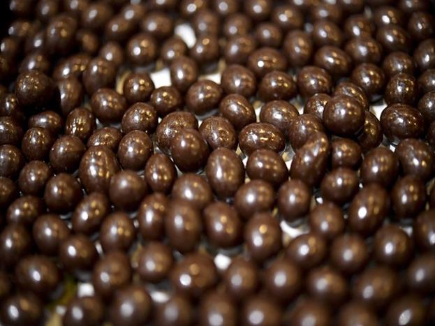 दिल्लीत राहणाऱ्या व्यावसायिक मोनिका सांगतात, चाॅकलेटचा बिझनेस सुरू करायचा असेल तर 5-6 हजारांची पुंजी चालू शकते. पण तुमच्याकडे मायक्रोव्हेव नसेल तर ही गुंतवणूक 15 हजारांपर्यंत जाऊ शकते.(photo source-getty images)