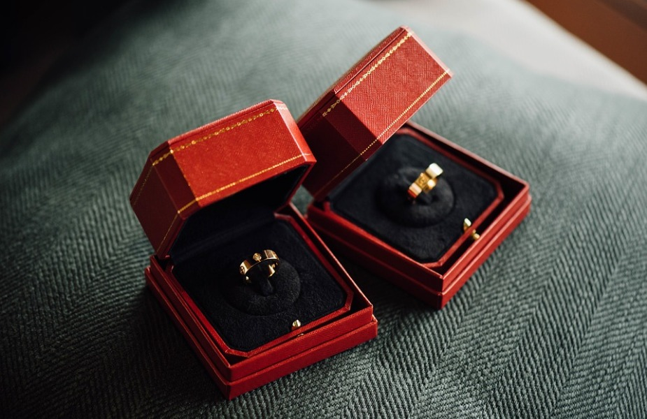 लग्नाचीच मागणी घालायची असेल तर तुम्ही सुंदरशी अंगठी भेट देऊ शकता.