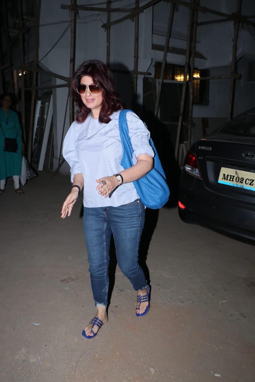 अभिनेत्री आणि अक्षय कुमारची पत्नी ट्विंकल खन्ना मुंबईत दिसली.