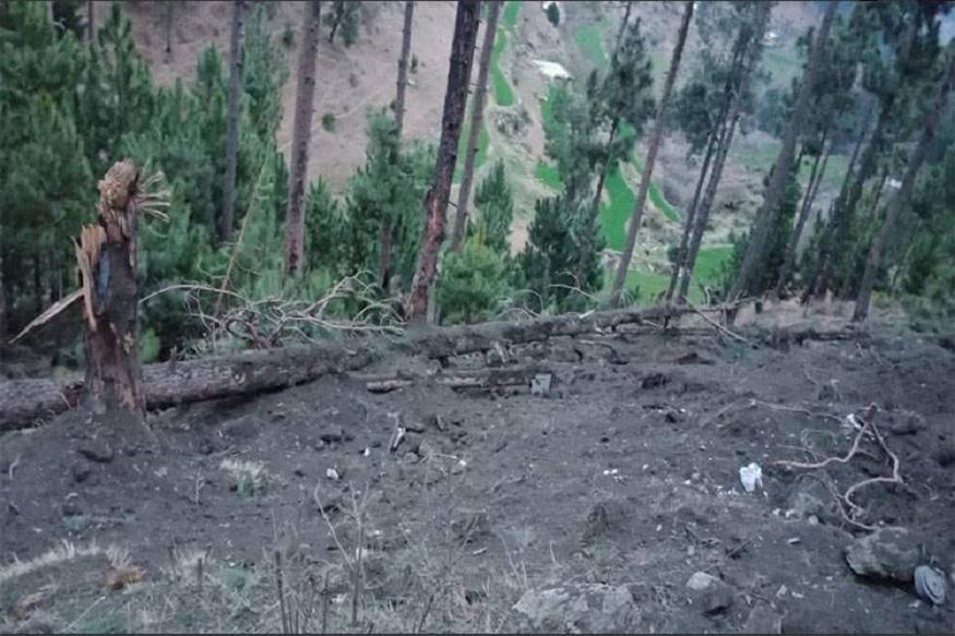 भारतीय वायूसेनेच्या १२ विमानांनी पठाणकोट एअरबेस आणि मध्य भारतामधून उडाण भरली. मिराज २००० विमानांनी पाकिस्तानच्या रडारला जाम केलं.