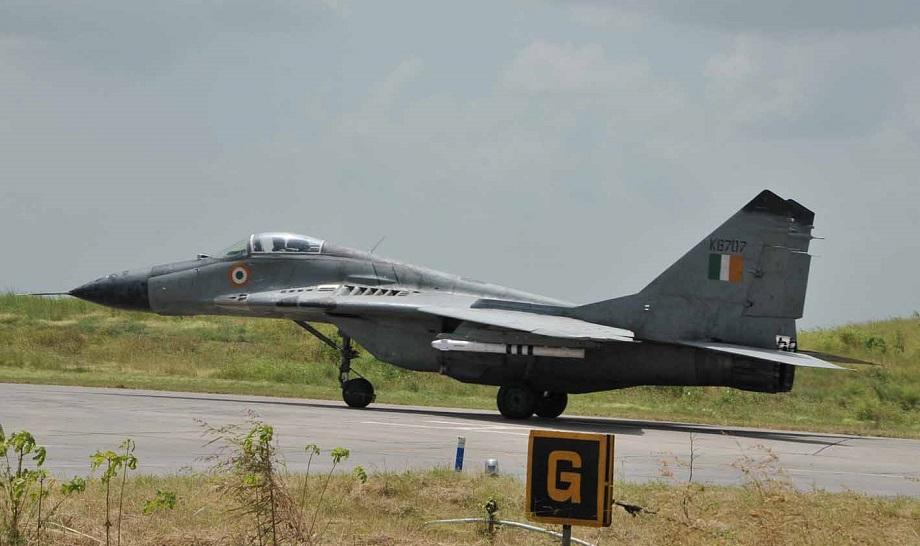3 डिसेंबर 1971 रोजी इस्लामाबादने भारतीय वायुसेनाच्या अनेक ठिकानांवर हल्ला करण्याचा निर्णय घेतला. त्यानंतर पाकिस्तानी वायुसेनेच्या लढाऊ जेट्सने भारताकडे प्रवास केला. पाकिस्तानने या ऑपरेशनचं नाव 'चंगेज खां' ठेवलं होतं. 'चंगेज खां' ही 1971 मधील भारत-पाक युद्धाची पहिली अधिकृत लढाई होती. (Photo credit: Google)
