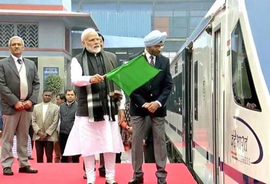 15 फेब्रुवारीला T18 ट्रेनला हिरवा कंदिल दाखवताना ते म्हणाले, CRPFमध्ये जो राग आहे, तो सगळा देश समजून घेतोय. म्हणून लष्कराला पूर्ण सूट दिलीय.