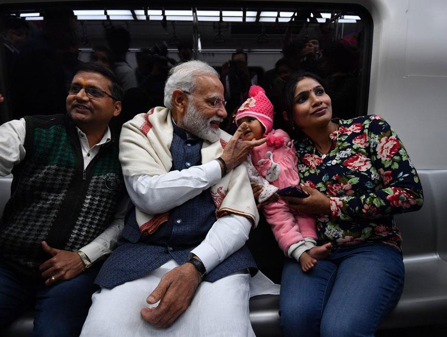 पंतप्रधान नरेंद्र मोदी याचे काही फोटो सध्या सोशल मीडियावर प्रचंड व्हायरल होत आहे. (Image: Narendra Modi/twitter)