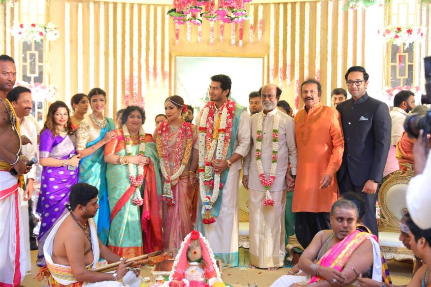 तेलुगू स्टार मोहन बाबू सहकुटुंब नववधूला आशीर्वाद द्यायला आले होते. (छाया सौजन्य- स्पेशल अरेंजमेन्ट)