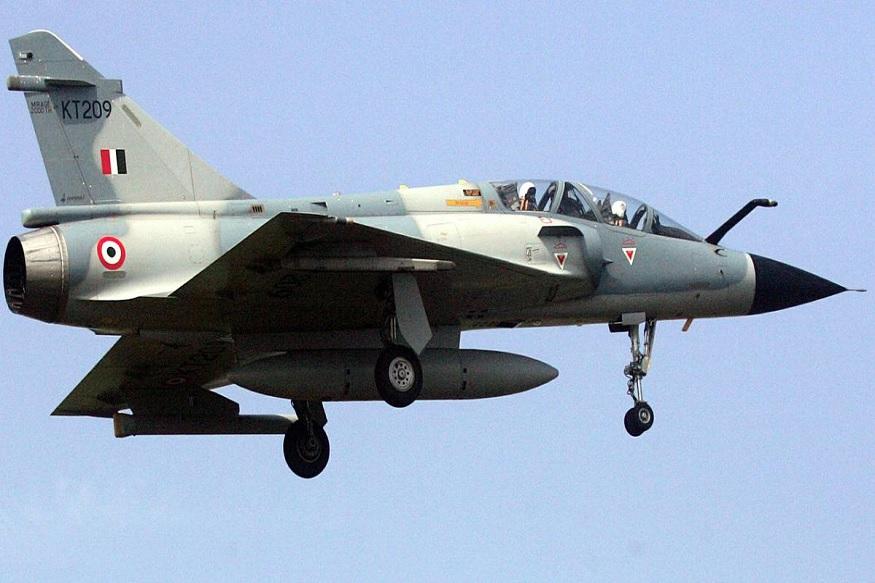 भारतीय वायुसेनेच्या 12 मिराज विमानांनी पाकव्याप्त काश्मीरमध्ये एअरस्ट्राईक करून दहशतवाद्यांचे तळ उद्ध्वस्त केले. त्यातली 3 विमानं ग्वाल्हेरच्या एअरबेसवरून उडाली होती, अशी माहिती मिळते आहे.
