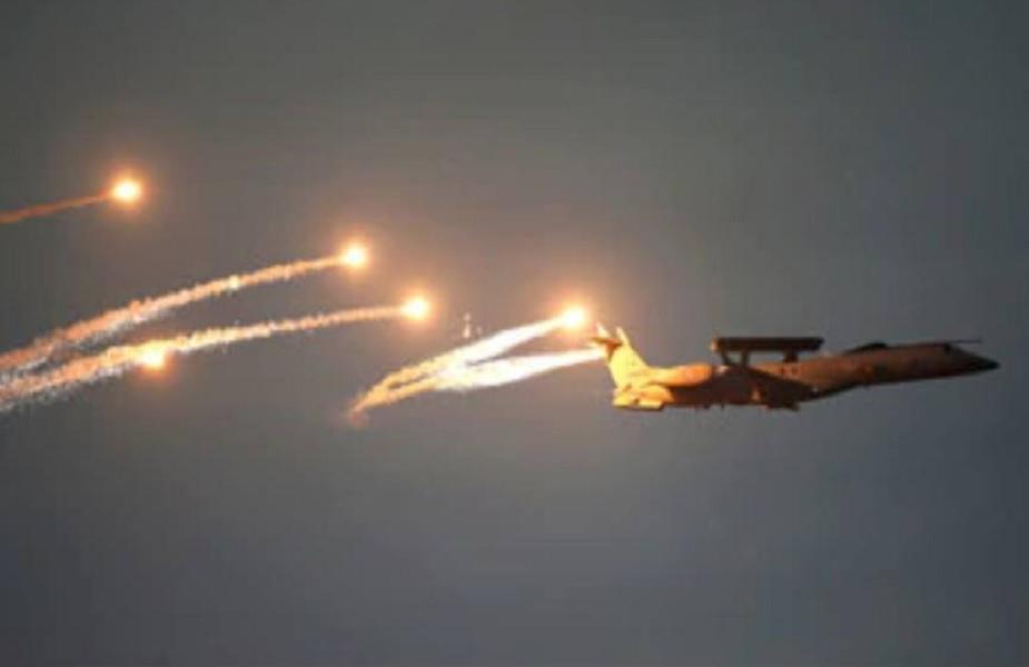 मिराज 2000 लढाऊ विमानांनी पाकिस्तानच्या हद्दीत जाऊन अतिरेक्यांचे तळ उद्ध्वस्त केले. या विमानांनी कुठल्या एअरबेसवरून उड्डाण केलं पाहा..