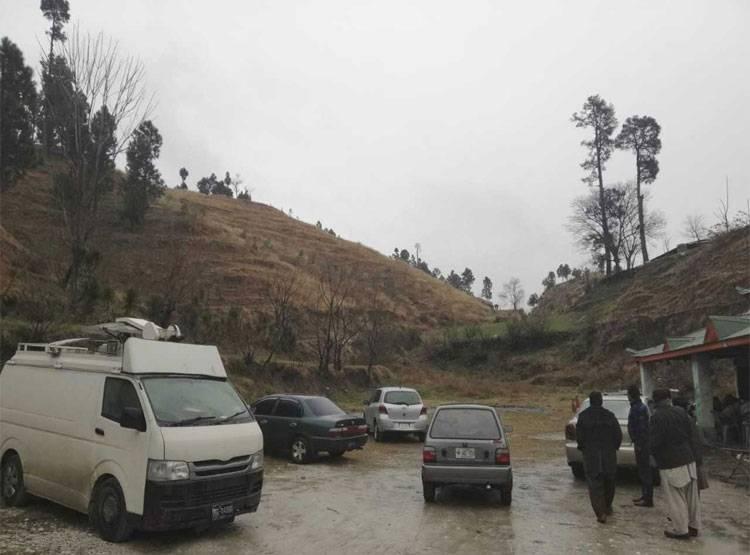 भारताच्या हल्ल्यानंतर बालाकोटची सीमा पाकिस्तानानं सील केली. या ठिकाणी पाकिस्तानी सेनेनं वेढा घातलाय. एका स्थानिकानं दिलेल्या माहितीनुसार तिथे 10 अँब्युलन्स पाहिल्या गेल्या.