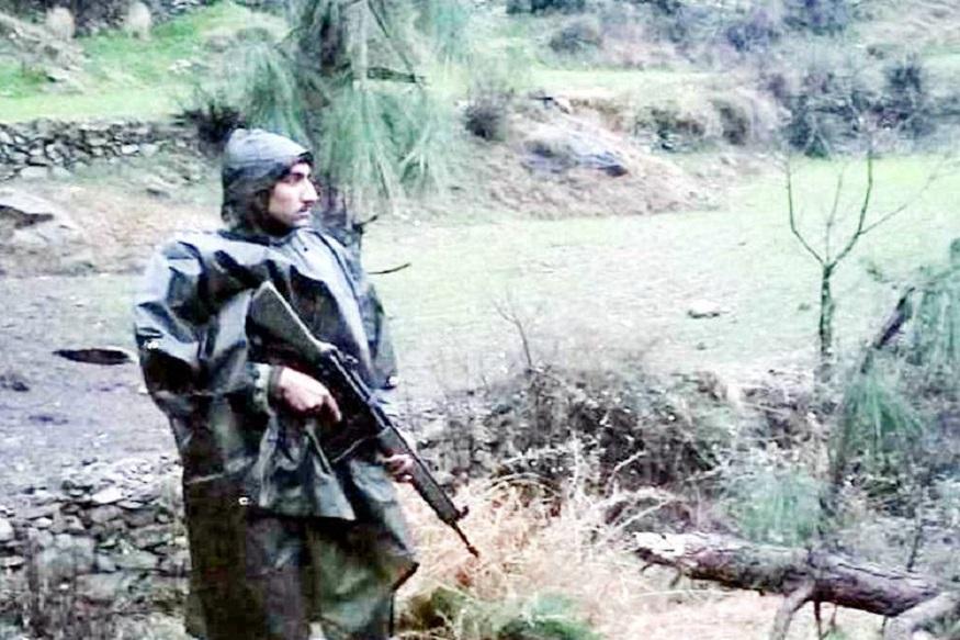 पुलवामा इथं दहशतवाद्यांनी सीआरपीएफ जवानांच्या ताफ्यावर केलेल्या हल्लाचा भारताने हवाई हल्ला करून बदला घेतला आहे. भारतीय हवाई दलानं पाक व्याप्त काश्मीरमध्ये घुसून दहशतवाद्यांच्या तळांना लक्ष्य केलं आहे. यावेळी भारतीय हवाई दलानं दहशतवादी तळावर 1000 किलोचा बॉम्ब फेकला आहे. त्यामुळे दहशतवाद्यांचं मोठं नुकसान झालं आहे. भारताच्या या कारवाईत 300 दहशतवाद्यांचा खात्मा झाल्याची माहिती आहे.