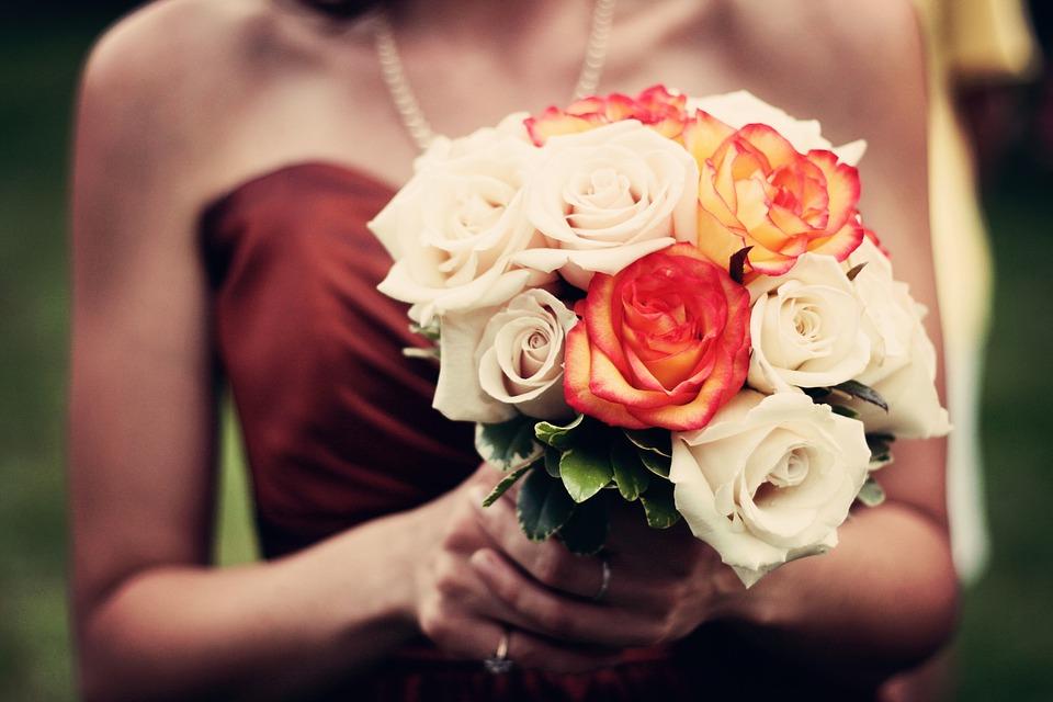 तुम्हाला कुणी तीन गुलाब दिले तर समजा त्या व्यक्तीला सांगायचंय I Love You