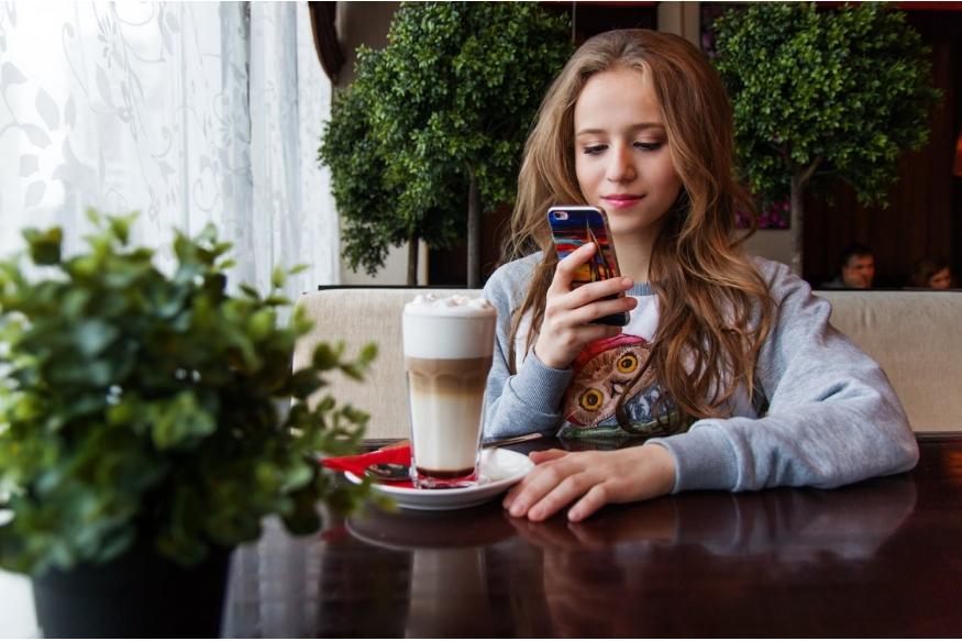 हल्ली मुलांच्या हातात मोबाईल, इंटरनेट लवकर येतात. अशा वेळी 11 ते 14 वयोगटातली मुलं पाॅर्न साईट उघडू शकतात. पालकांनी ते पाहिलं की त्यांना धक्का बसतो. अशा वेळी राग येणं स्वाभाविक आहे.