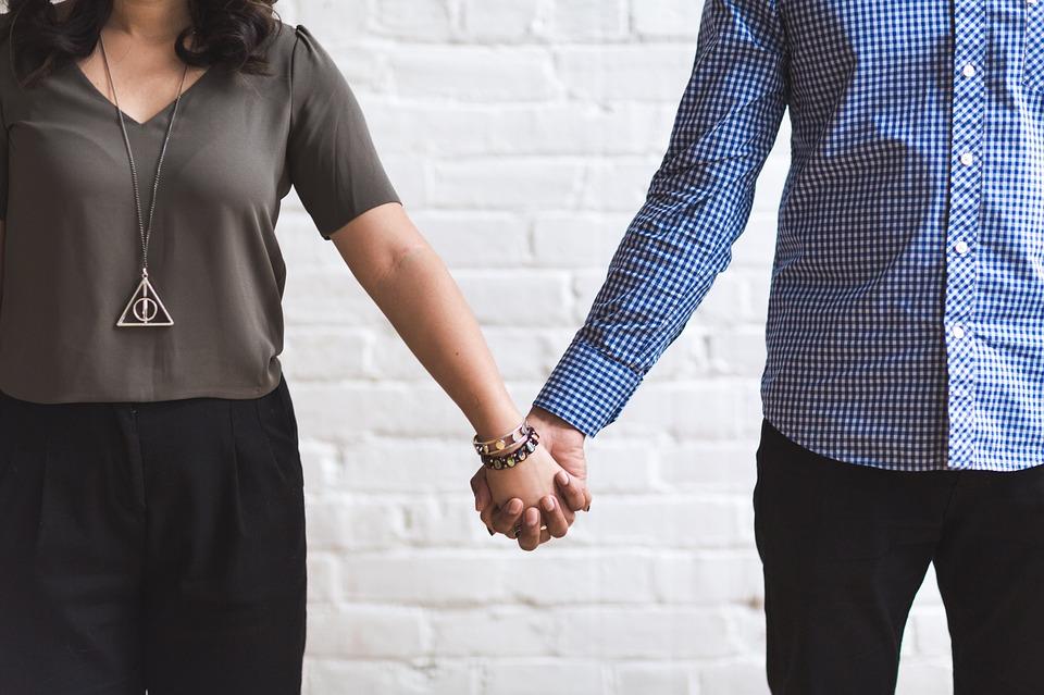 शक्यतो पत्नी आरोग्याविषयीच्या समस्या पतीपासून लपवते. कारण आपल्या समस्या सांगून ती पतीला परेशान करू इच्छित नाही.