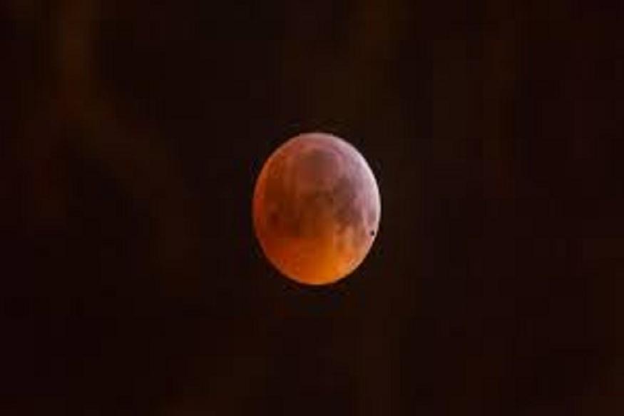 चंद्र देखील प्रेमाचं प्रतिक आहे. चंद्रावर प्रेमाच्या कविता देखील लिहिल्या गेल्या आहेत. त्यामुळे चंद्राची पुजा केल्यास जीवापाड प्रेम करणारा जोडीदार आयुष्यभर लाभेल. चंद्र देखील प्रेमाचं प्रतिक आहे. चंद्रावर प्रेमाच्या कविता देखील लिहिल्या गेल्या आहेत. त्यामुळे चंद्राची पुजा केल्यास जीवापाड प्रेम करणारा जोडीदार आयुष्यभर लाभेल.