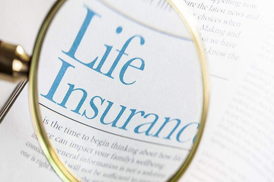 LIC च्या जीवन उत्कर्ष प्लॅन (Jeevan Utkarsh Plan)एक नॉन-लिंक्ड, बचत आणि सुरक्षा प्रदान करणारा प्लान आहे. यामध्ये एखाद्याचा अपघाती मृत्यू किंवा अपंगत्व आलं तर त्यांना कवर रायडर मिळणार आहे. LIC जीवन प्लॅन सिंगल प्रीमियम एन्डॉवमेंट प्लॅन आहे. याच सिंगल प्रीमियम पेमेंटच्या 10 पट जीवन विमा मिळतो. ही पारंपारिक भागीदारी योजना आहे. जी परिपक्वतानंतर लॉयल्टी बोनस देखील प्रदान करते.