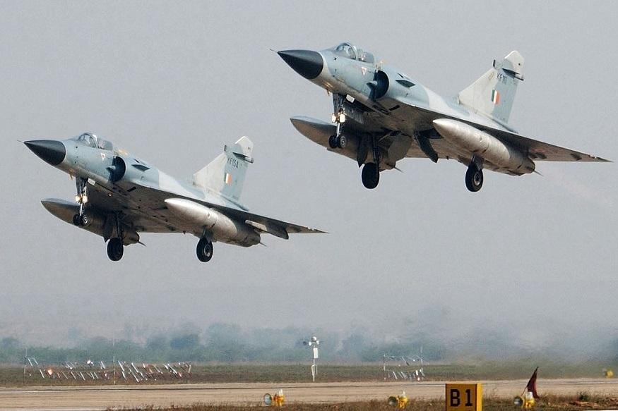पाकिस्तानने भारताच्या कारवाईला उत्तर देण्यासाठी त्यांच्या ताफ्यातली F16 फाल्कन फायटर जेट विमानं पाठवली आणि भारताने युद्धदक्षता दर्शवत ती वेळीच परतवली. एक F16 जेट भारताने पाडलं.