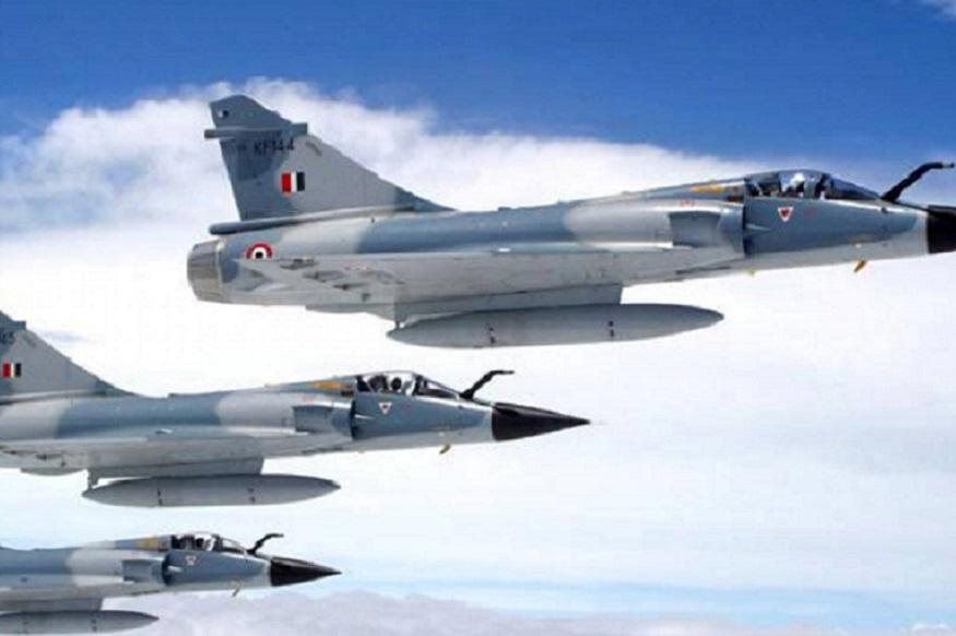 'निश्चित स्थळी हल्ला करणारं विमान हे मध्यभागी असतं. त्या विमानाचं टार्गेट हे शत्रूवर हल्ला करणं हेच असतं.'
