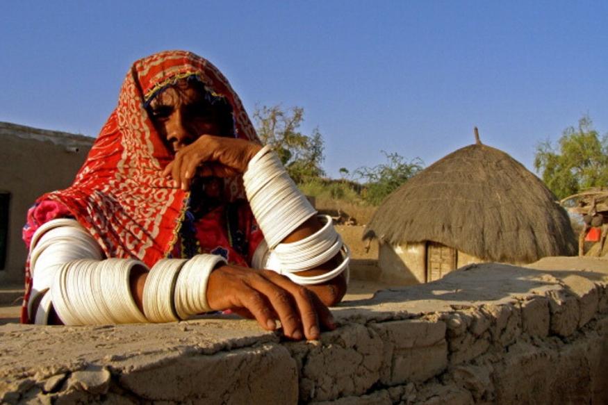 पाकिस्तानातल्या या गावाचं नाव आहे मिठी. हे थारपारक जिल्ह्यात आहे.हे गाव लाहोरपासून 879 किमी. अंतरावर आहे. ( फोटो - हसन रजा, डाॅन )