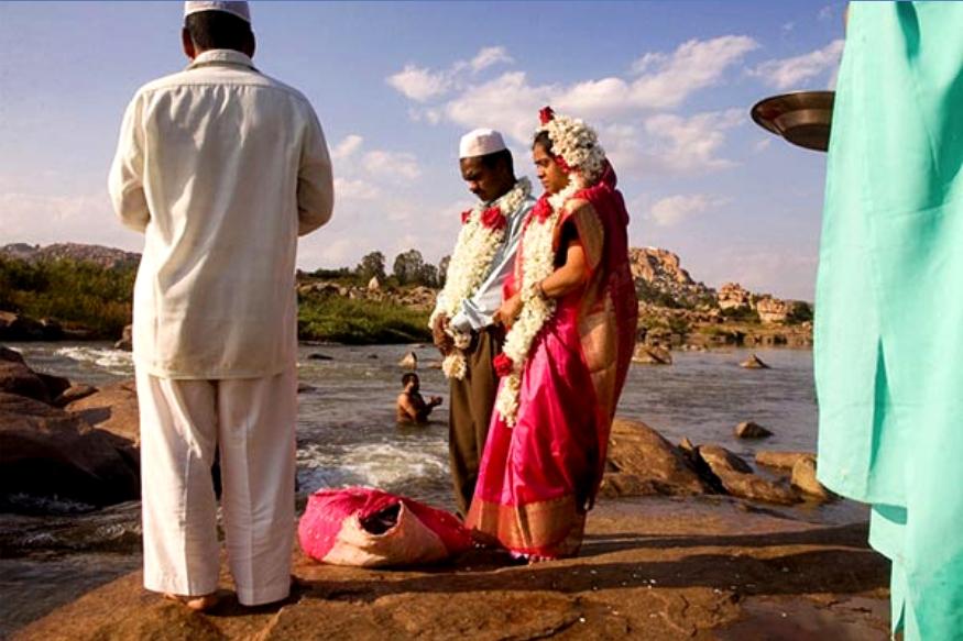 मिठी नावाप्रमाणे गोड आहे. इथे मुस्लीम गाय कापत नाहीत तर हिंदू मोहरममध्ये लग्न करत नाहीत.